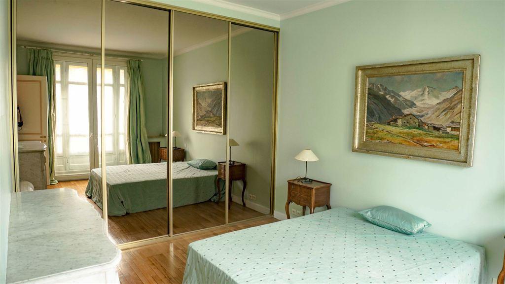 Location a louer appartement 4 chambres eglise d for Appartement meuble a louer paris 16