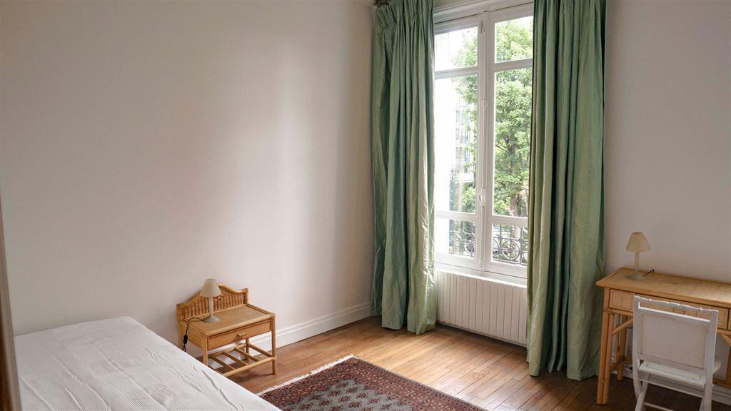 Location a louer appartement 4 chambres eglise d for Chambre a louer paris 17